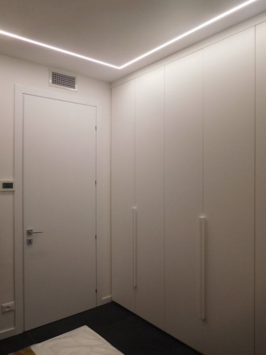 Ingresso Studio di Architettura IATTONI Ingresso, Corridoio & Scale in stile minimalista Bianco