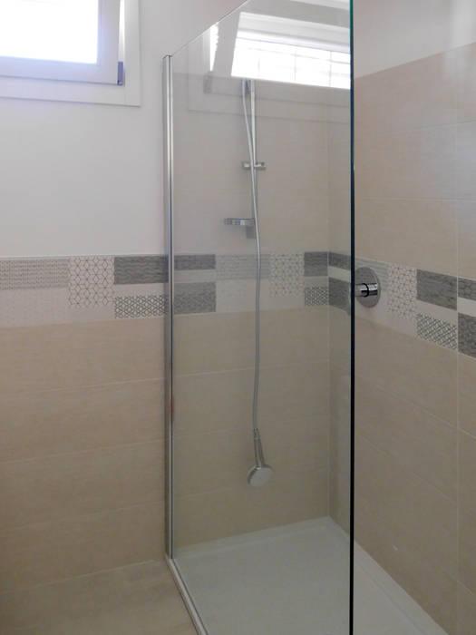 Studio di Architettura IATTONI Minimalist style bathrooms