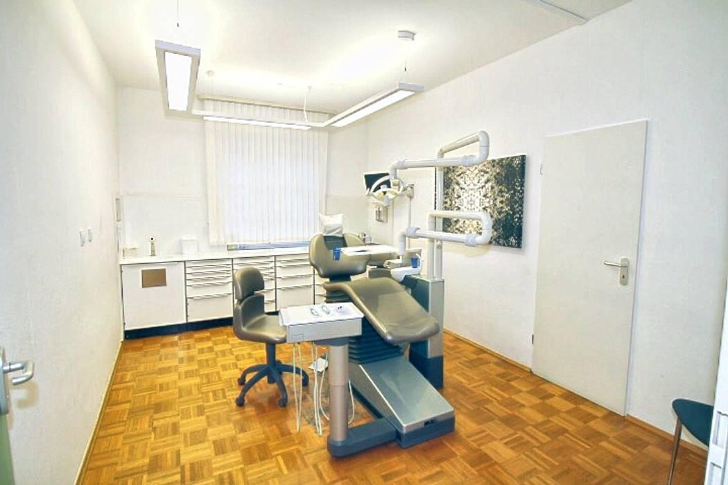 Zahnarztpraxis und Co. Modern study/office