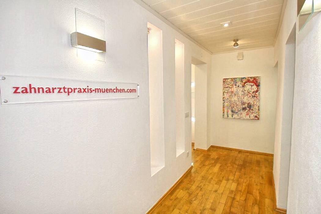 Zahnarztpraxis und Co. Modern corridor, hallway & stairs