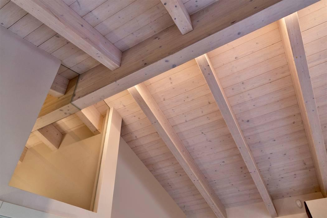 Casa in legno Villa Beatrice Progettolegno srl Tetto a falde Legno Beige