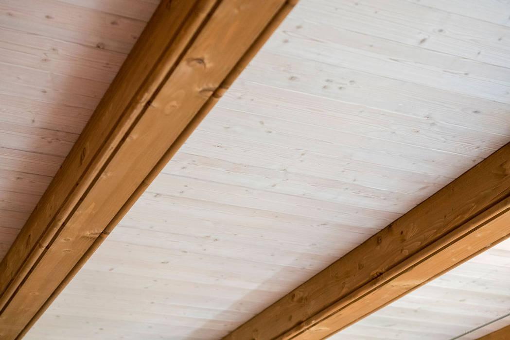 Casa G+L di Fei Studio Moderno Legno Effetto legno