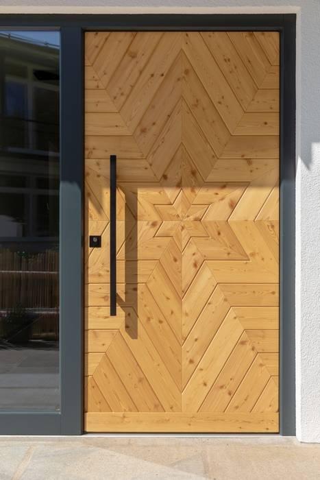 Vitalhaus Liesl Regnauer Hausbau Tür Holz Braun