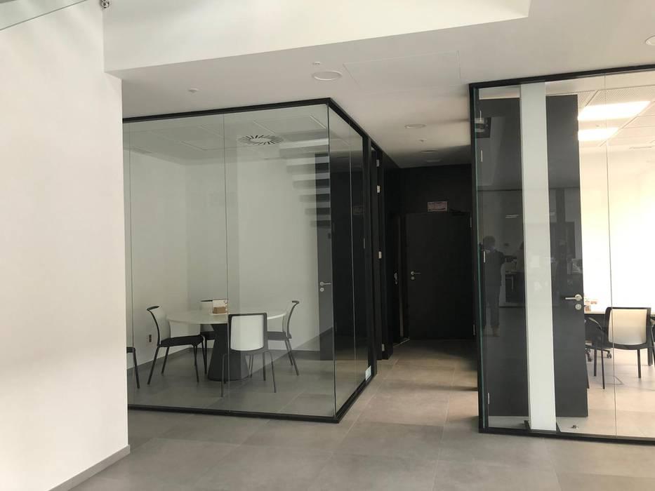 TABIQUES Y TECNOLOGIA MODULAR S.L 辦公空間與店舖 玻璃 Black