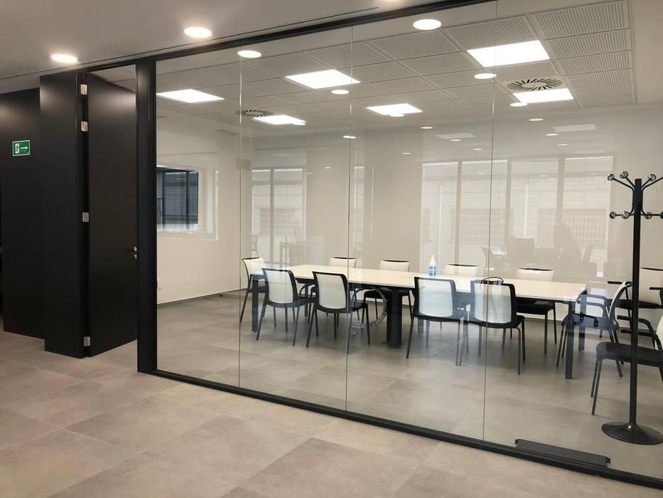 TABIQUES Y TECNOLOGIA MODULAR S.L 書房/辦公室 玻璃 Black
