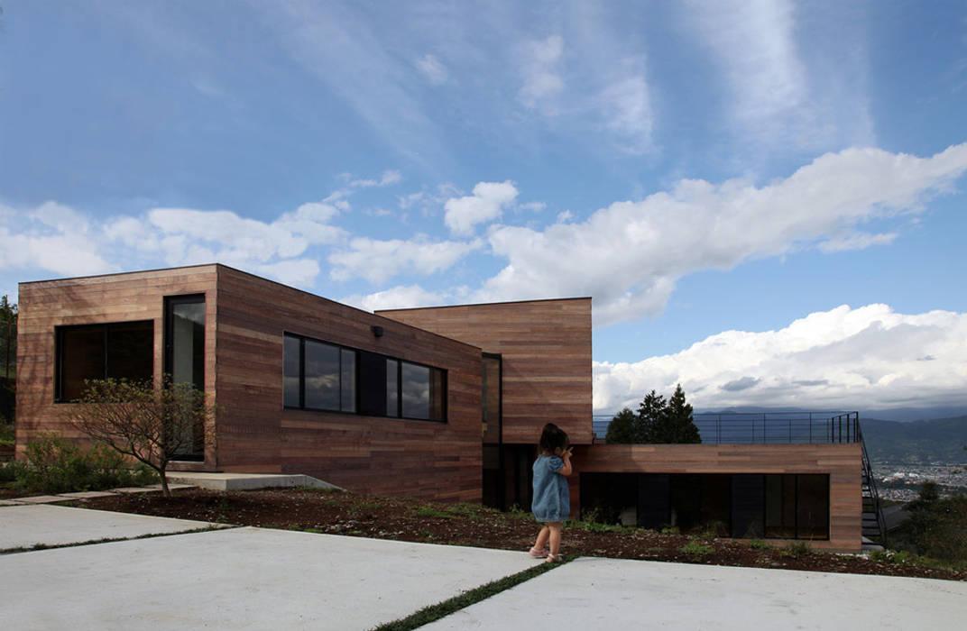 Casa singola fatta con containers navali. Green Living Ltd Case moderne