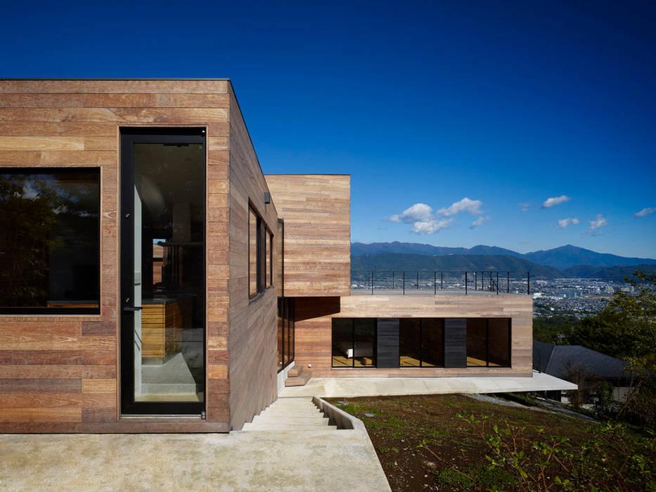 Casa fatta con containers navali di Green Living Ltd Moderno
