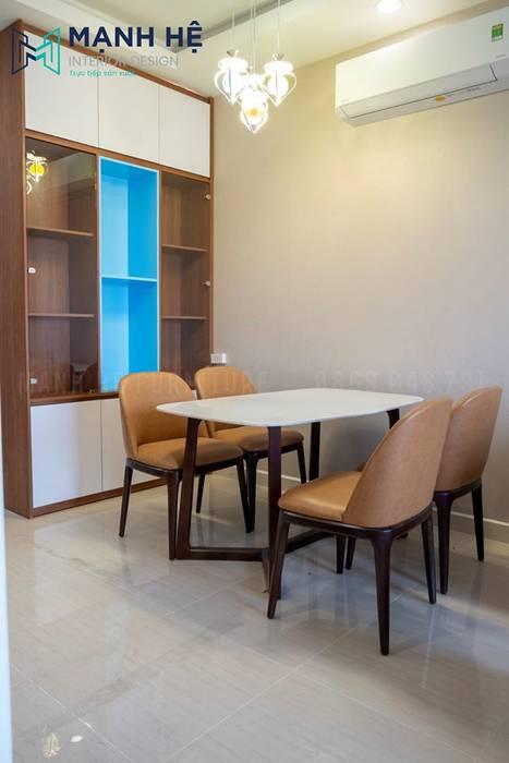 Kệ tủ trang trí phòng khách bằng gỗ, xen kẽ màu xanh độc đáo bởi Công ty TNHH Nội Thất Mạnh Hệ Hiện đại