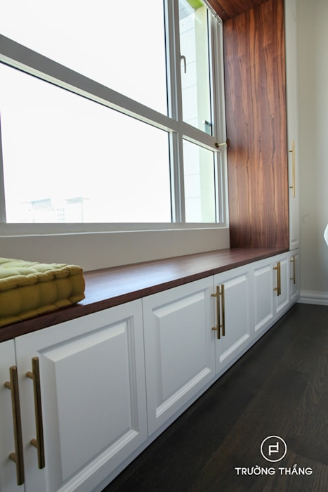 Bay window Phòng ngủ phong cách kinh điển bởi CÔNG TY TNHH TRƯỜNG THẮNG Kinh điển Gỗ Wood effect