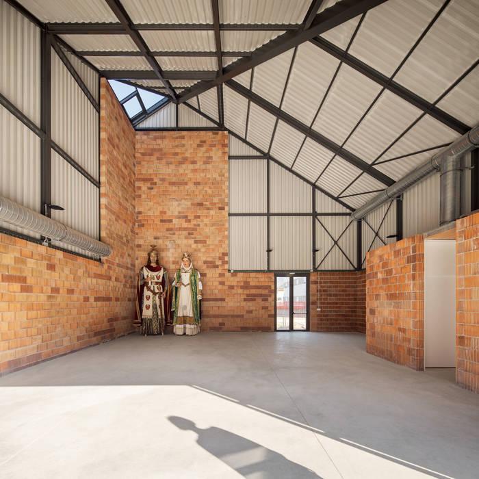 recinto interior Estudios y despachos de estilo industrial de ESTUDI NAO arquitectura Industrial Hierro/Acero