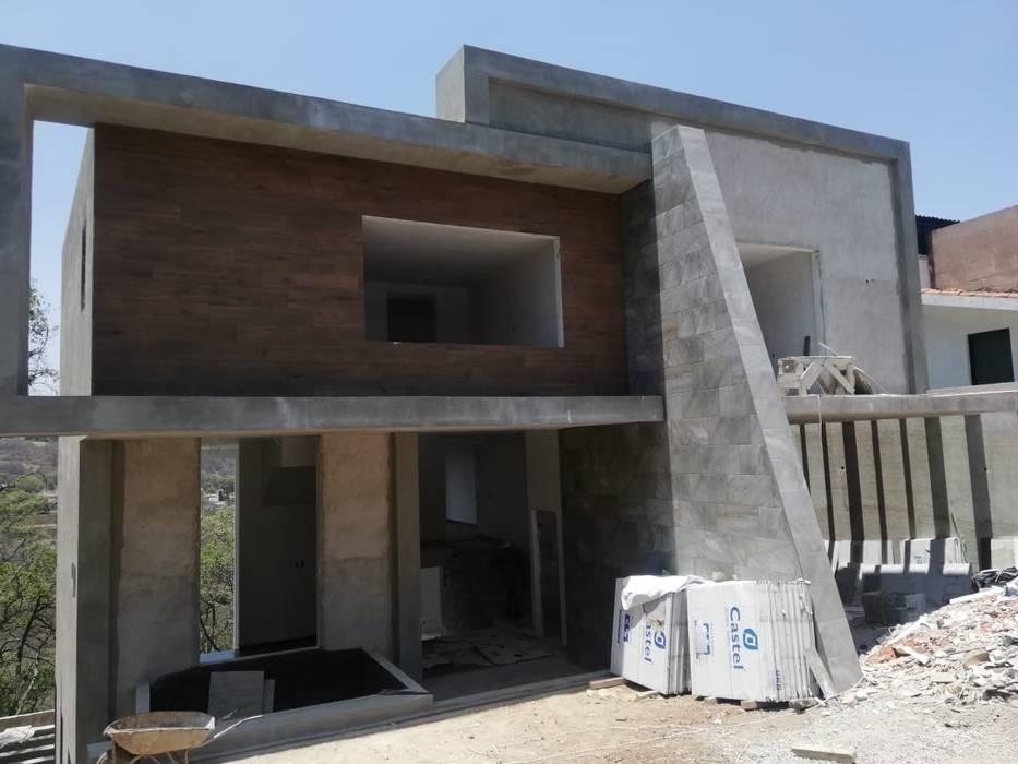 FACHADA PRINCIPAL EN PROCESO Casas minimalistas de CESAR MONCADA SALAZAR (L2M ARQUITECTOS S DE RL DE CV) Minimalista