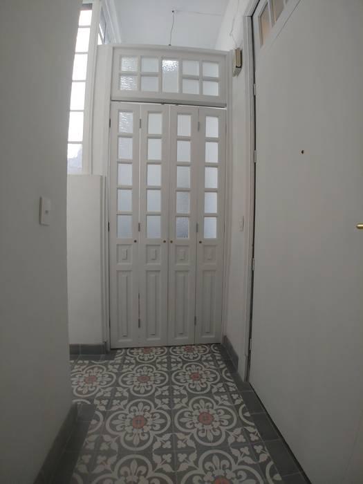 Paredes y pisos de estilo clásico de Alejandra Espinosa Clásico