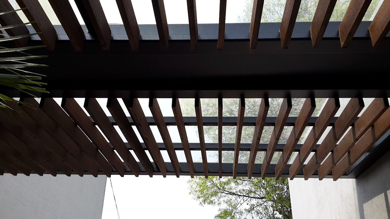 Merkalum Modern balcony, veranda & terrace Glass Wood effect