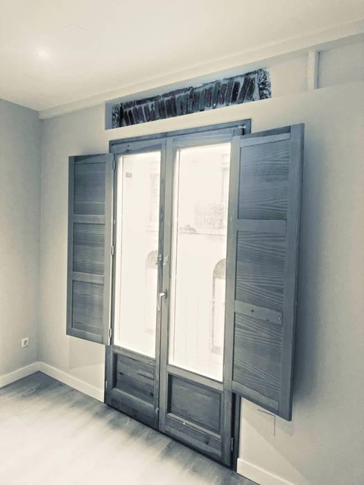 Rehabilitación de viviendas Puertas de estilo clásico de Construcciones Lavi Clásico