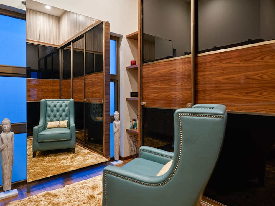 CROWN AURA KEJRIWAL RESIDENCE   BANGALORE Modern Dressing Room by DUTTA KANNAN & PARTNERS Modern Engineered Wood Transparent