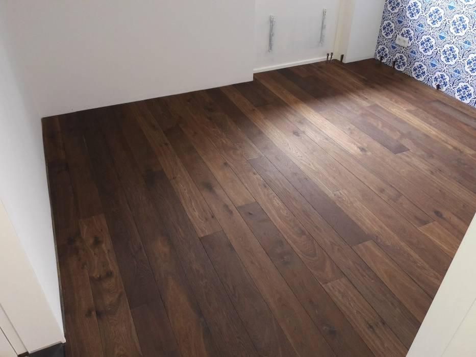 Dubbel gerookte planken vloer van De Houtfabriek Modern Hout Hout