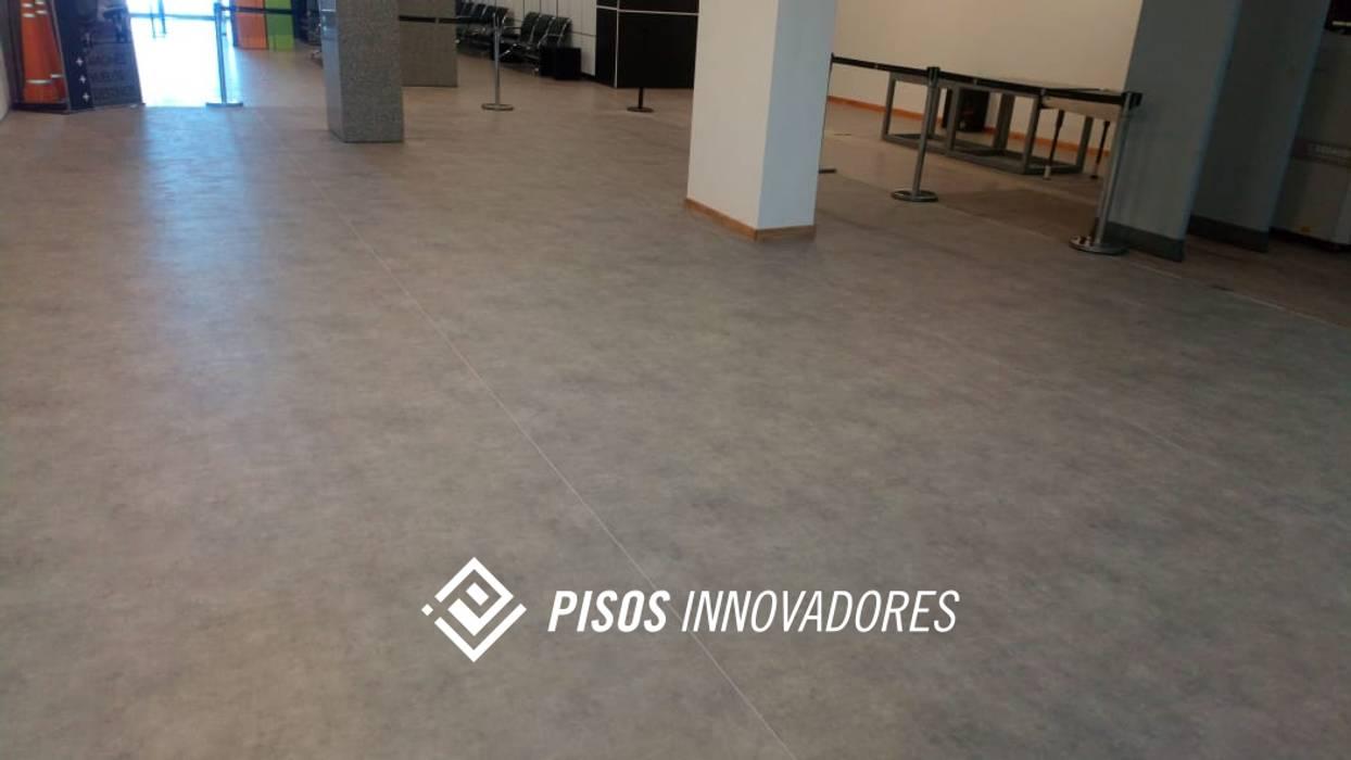Garage/Rimessa in stile scandinavo di Pisos Innovadores Scandinavo