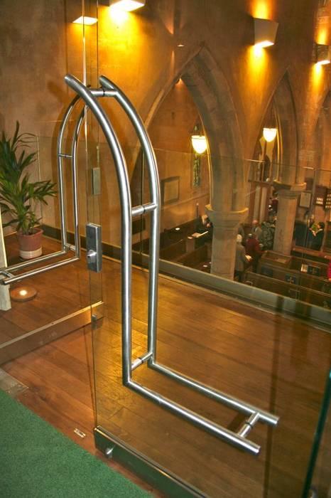 Bespoke ironmongery glass doors Minimalist style doors by Ion Glass Minimalist Glass