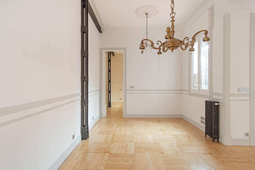 Despacho y Dormitorio principal Comedores de estilo clásico de Arquigestiona Reformas S.L. Clásico