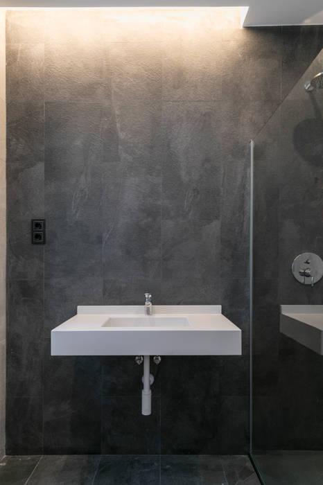 Reforma integral en el Barrio de Salamanca (Madrid) Baños de estilo moderno de ALTIA Moderno