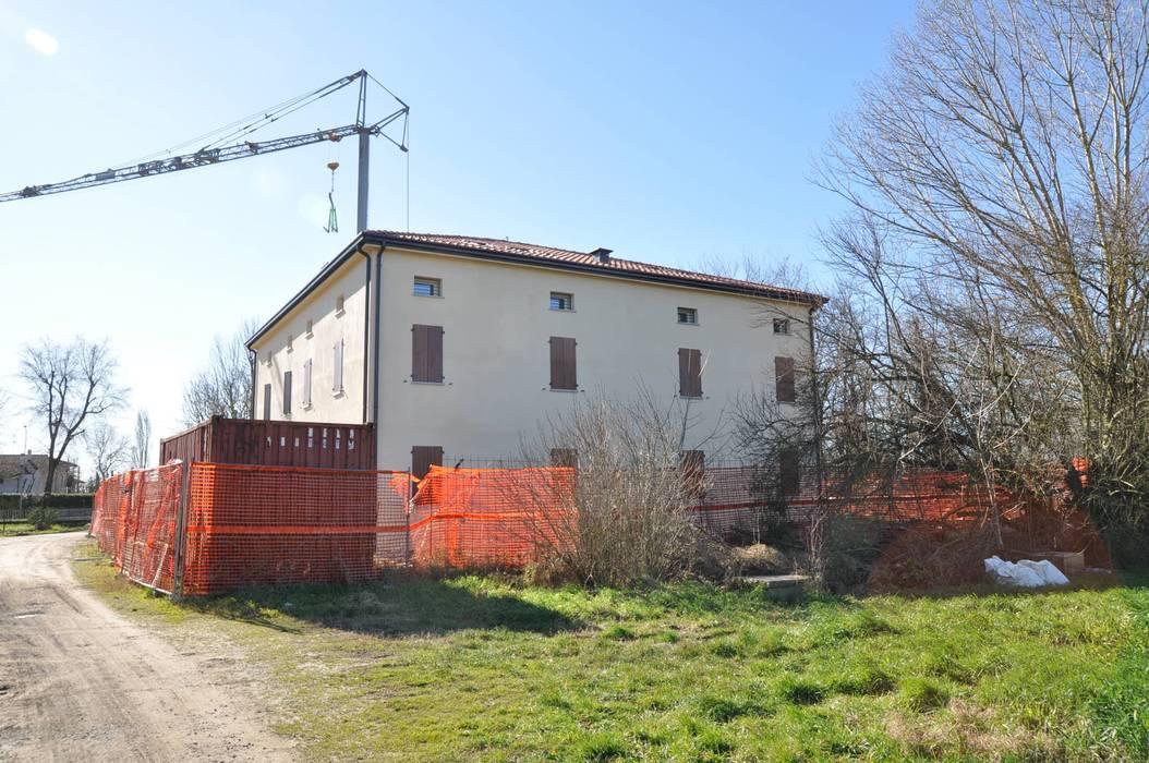 Lavori nelle zone colpite dal sisma Case moderne di Simona Muzzi Architetto Moderno