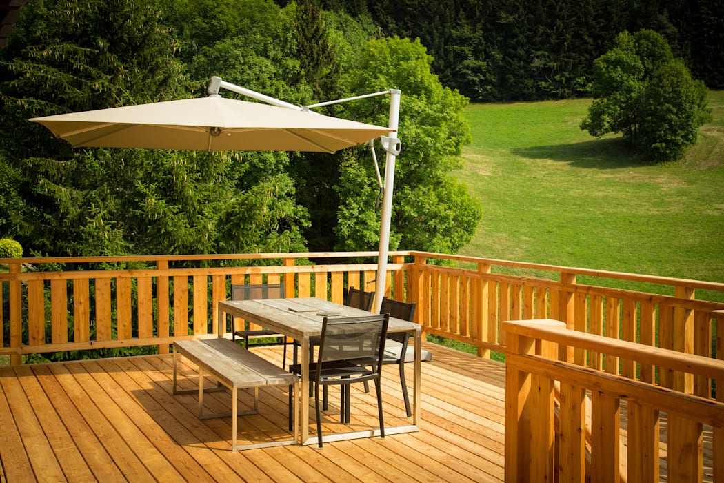 Douglasie Terrassendielen Holz Terrassendielen Remise Rustikaler Balkon, Veranda & Terrasse