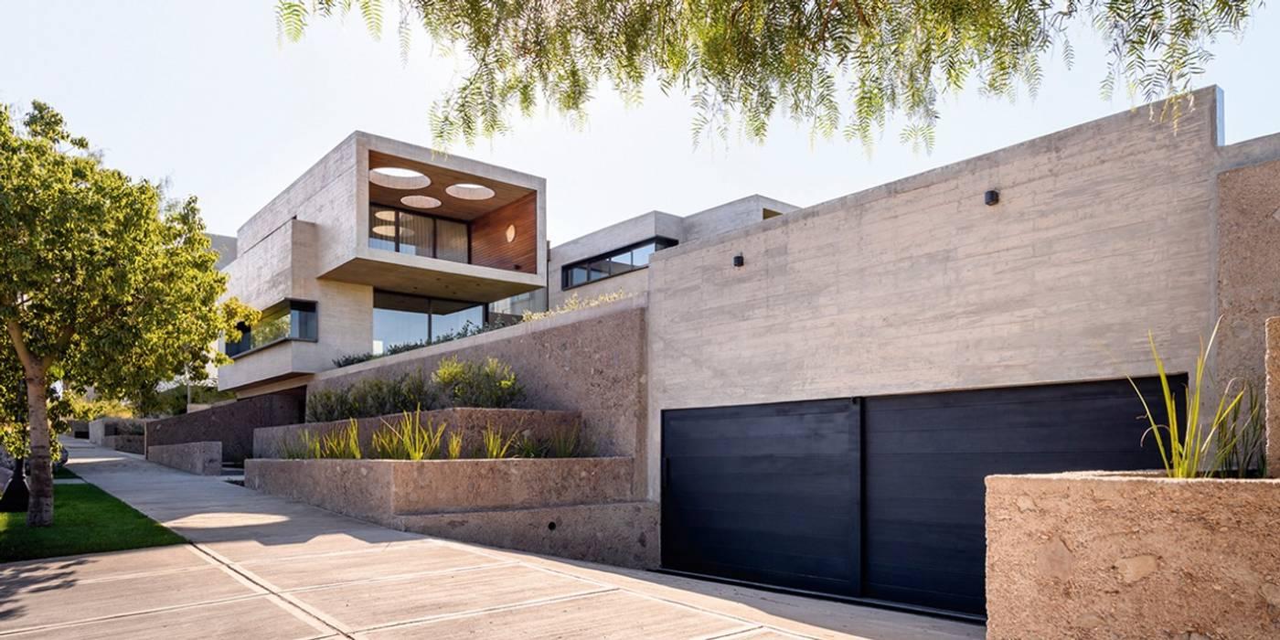 Mora & Hughes arquitectos Rumah Modern Beton
