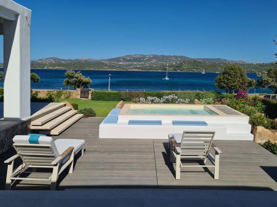 Zona deck e piscina Case moderne di Architetto Alessandro spano Moderno
