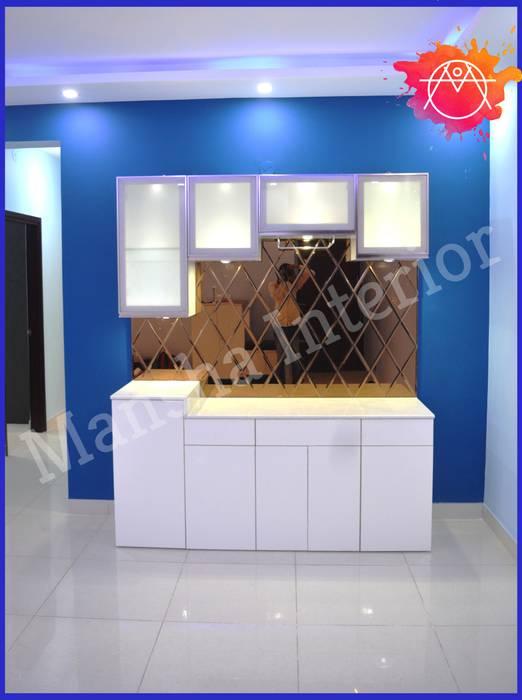 Crockery Unit with rose gold glass! Modern dining room by Mansha Interior Modern