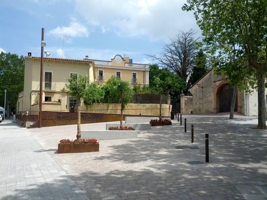 Plaça de la Creueta Jardines de estilo ecléctico de AMSA Arquitectura SLP Ecléctico
