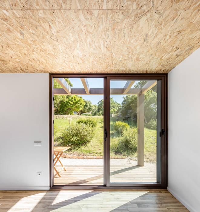 Refugio Pré-Fabricado Madeira Janelas e portas rústicas por Studio A+1 Rústico