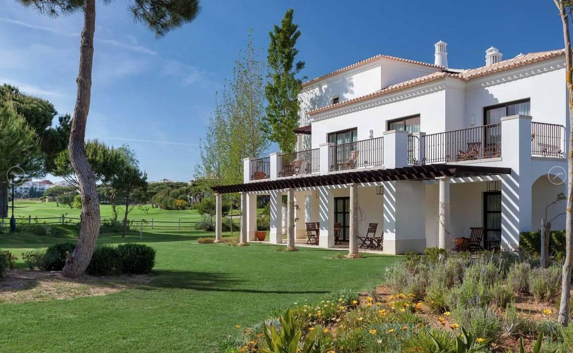 Pine Cliffs Residence Casas clássicas por Propriété Générale International Real Estate Clássico