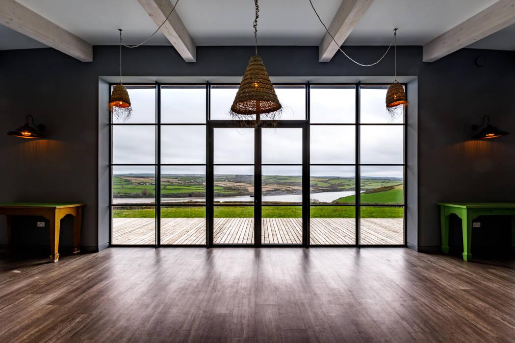Huge floor to ceiling windows Arco2 Architecture Ltd Pintu & Jendela Modern