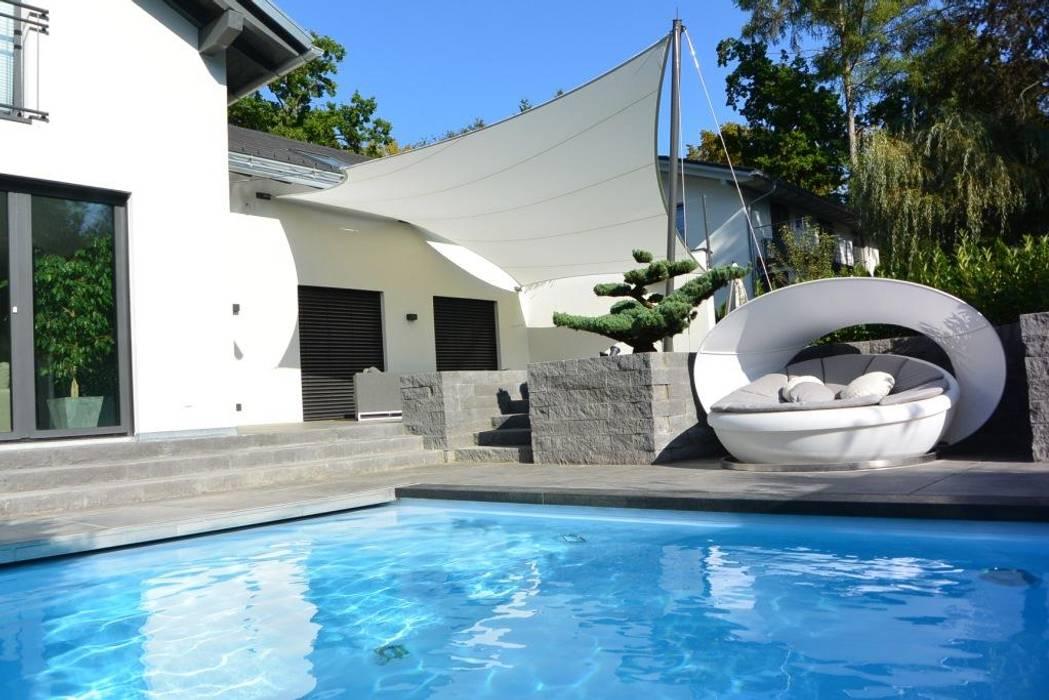 aerosun Sonnensegelkonzept im Poolbereich Moderne Pools von aeronautec GmbH Modern