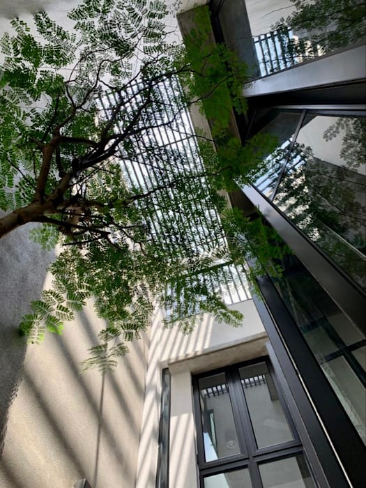 Internal courtyard looking up patch of sky N O T Architecture Sdn Bhd Modern style balcony, porch & terrace