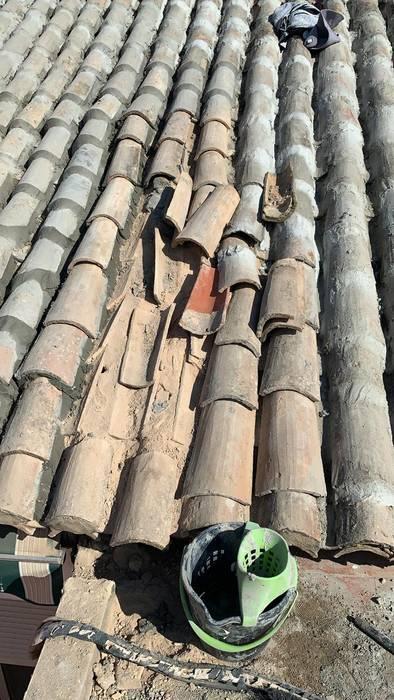 Retejado, levantado de tejas, impermeabilización con tela asfáltica, colocación de tejas con mortero hidrófugo, prueba de estanqueidad. EUROPA 9 Tejados a dos aguas Cerámico Rojo