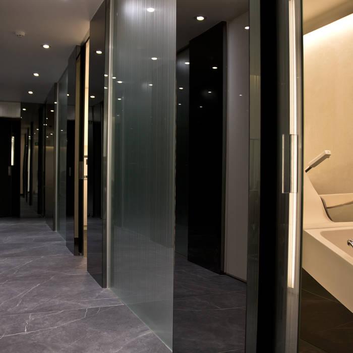 Novomat Design, espejo, vidrio grabado, vidrio antiscratch, decorativo, diseño, vidrio laminado, Vidriera del Cardoner Espacios comerciales de estilo moderno Vidrio
