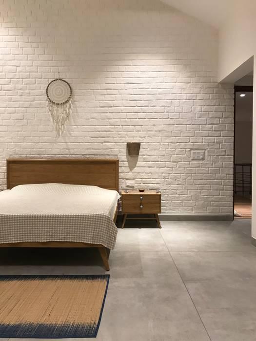 Daughter's Bedroom Abode Studios Rustic style bedroom Bricks