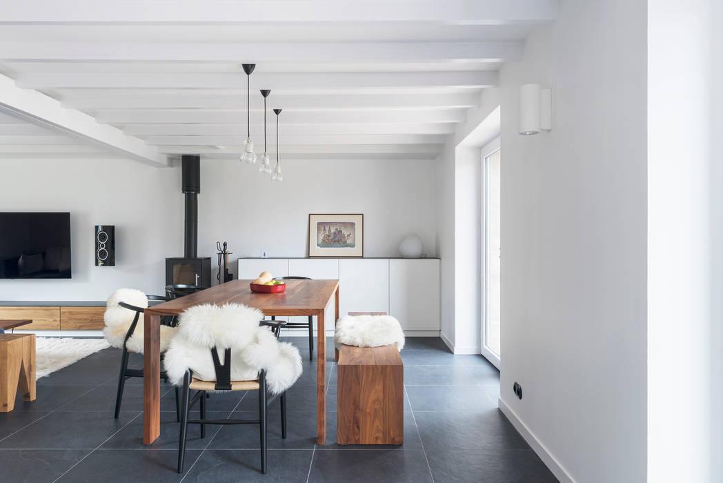 Rénovation d'une maison individuelle à Arzon Salle à manger scandinave par PLAY architecture Scandinave Bois Effet bois