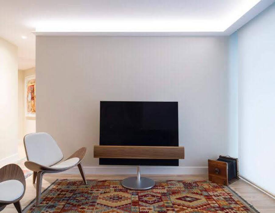 Reforma vivienda en San Sebastián Spazio Vbobilbao Salones de estilo moderno