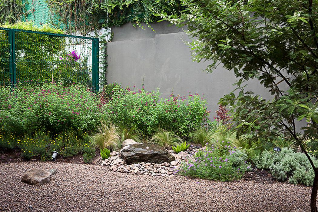 Hábitas บ่อน้ำในสวน หิน