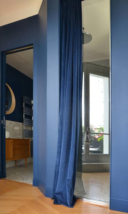 Douche avec vue Salle de bain moderne par A comme Archi Moderne