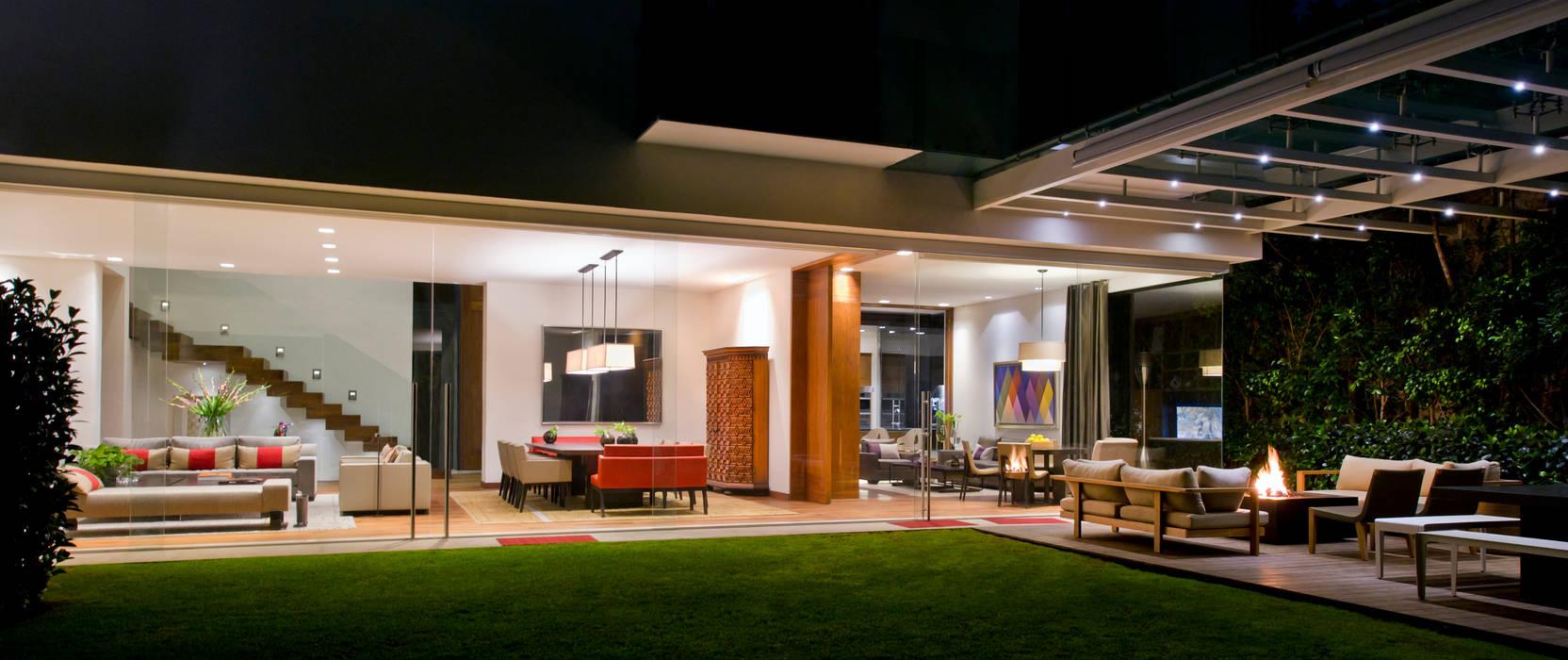 Casa en el Pedregal Revah Arqs Halaman depan Kayu Buatan Green