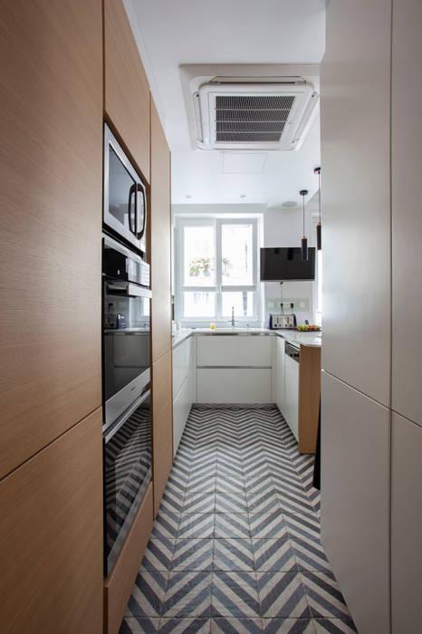 cuisine appartement haussmanien MISS IN SITU Clémence JEANJAN Cuisine intégrée Bois Blanc