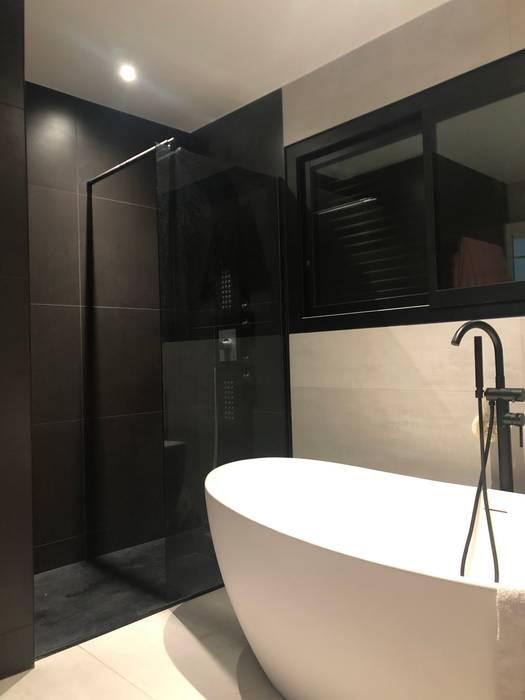Aménagement d'une salle de bain Salle de bain minimaliste par AYA DECO Minimaliste