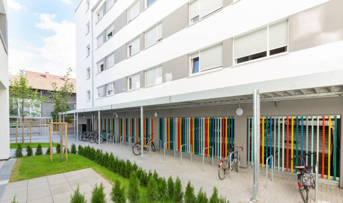 Studentenapartments | Modern | Sanierung | Modernisierung | Umbau | Außenansicht | Fahrradständer von sanierungsprofi24 GmbH Modern