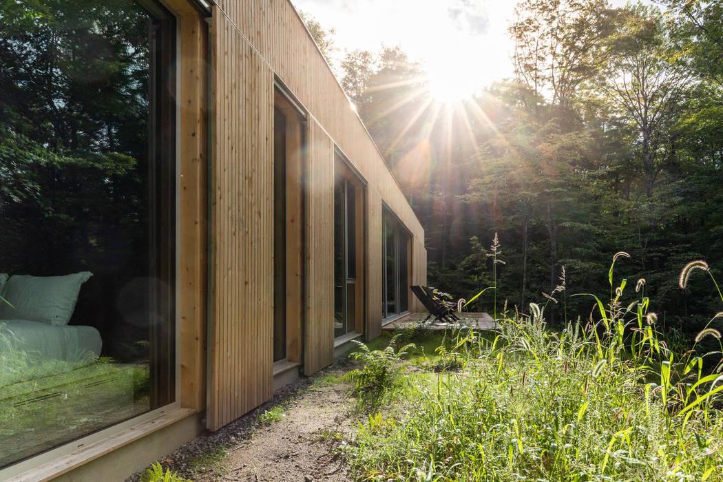 casa prefabricada pasiva de MuDD architects Moderno Derivados de madera Transparente