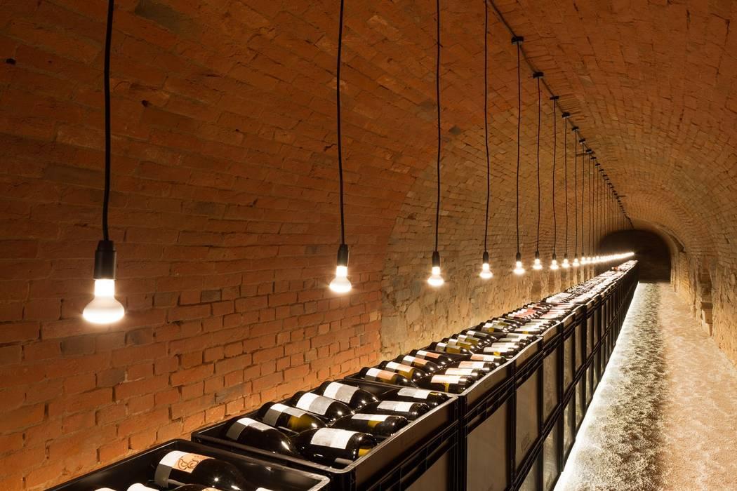 Kellergasse Feuersbrunn Moderne Weinkeller von Mark Sengstbratl Modern