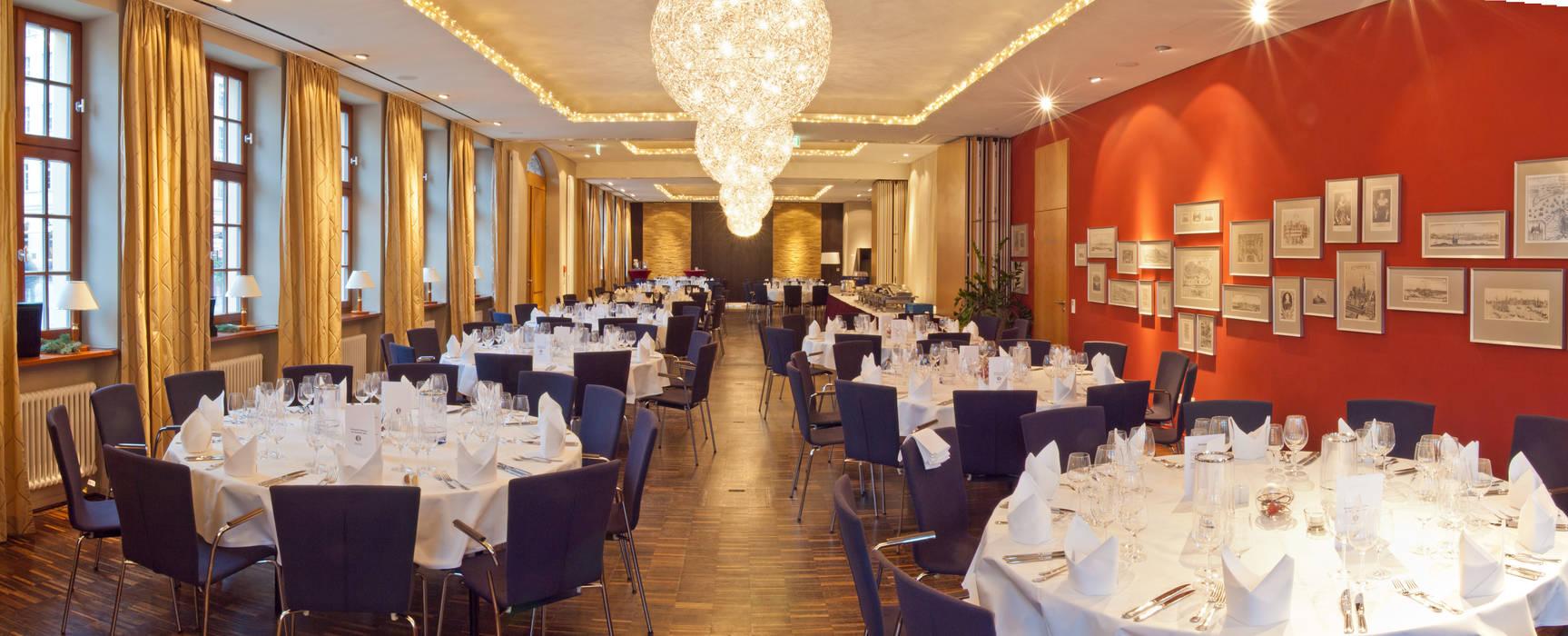 Lounge, Restaurant und Saal am Dresdner Neumarkt Ausgefallene Esszimmer von Andre Henschke Immobilienfotografie Ausgefallen