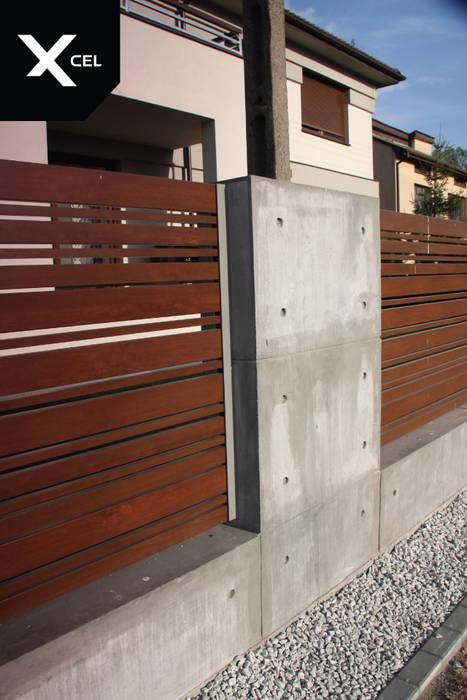 Betonowe ogrodzenie z drewnopodobnymi przęsłami aluminiowymi XCEL Fence Podwórko